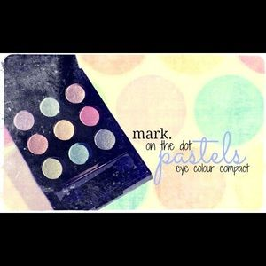 Avon Makeup - Mark by Avon On the dot eyeshadow palette PASTELS